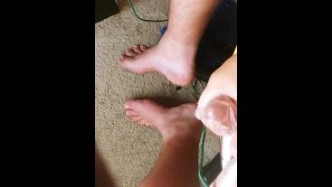 College Boy Masturbates Over Feet