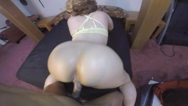 Big booty blonde girls love quickies & huge cocks to suck on!