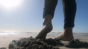 Beach Feet to satisfy your Foot Fetish