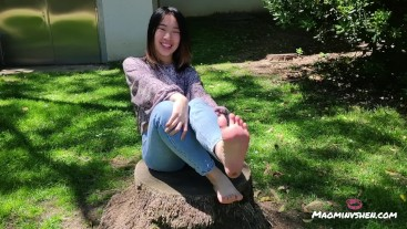 Chinese girl walking barefoot on grass [SFW foot fetish]