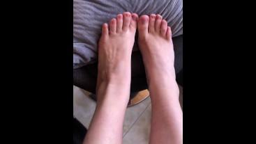 Pretty white girl feet