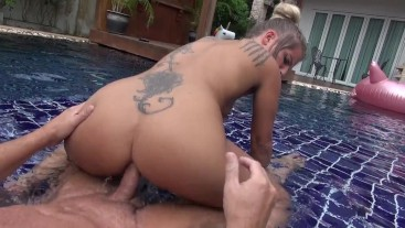 Bold pool approach! ANAL-RIDE until the sperm explosion!