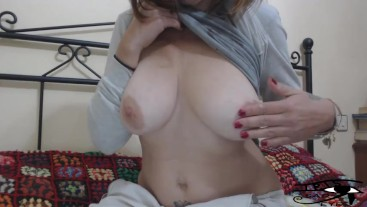Irisojostristes dropping milf of her big natural tits.