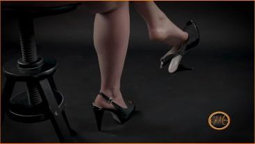 Sexy legs and dangling high heels - adorazione piedi - Ely Mira