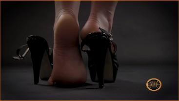 Foot worship - High heels red nail polish - adorazione piedi - Ely Mira