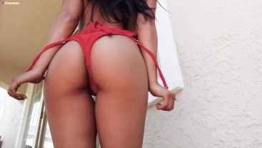 Filipina Bae Twerks her Bare Ass to 'Link Up'