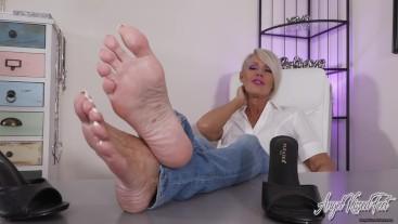 your BBC Belongs To These Feet - Nikki Ashton