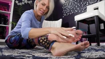 Bare Feet Teasing you footboy - Nikki Ashton