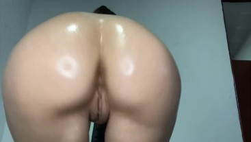 Sexy Twerking White Girl with Oil