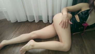 Russian beauty in a sexy outfit pulls her holes